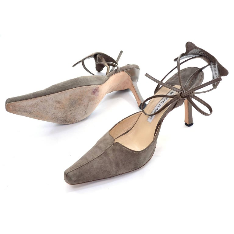 Manolo Blahnik Vintage Suede Shoes With Leather Ankle Straps Size 37.5 For Sale 1