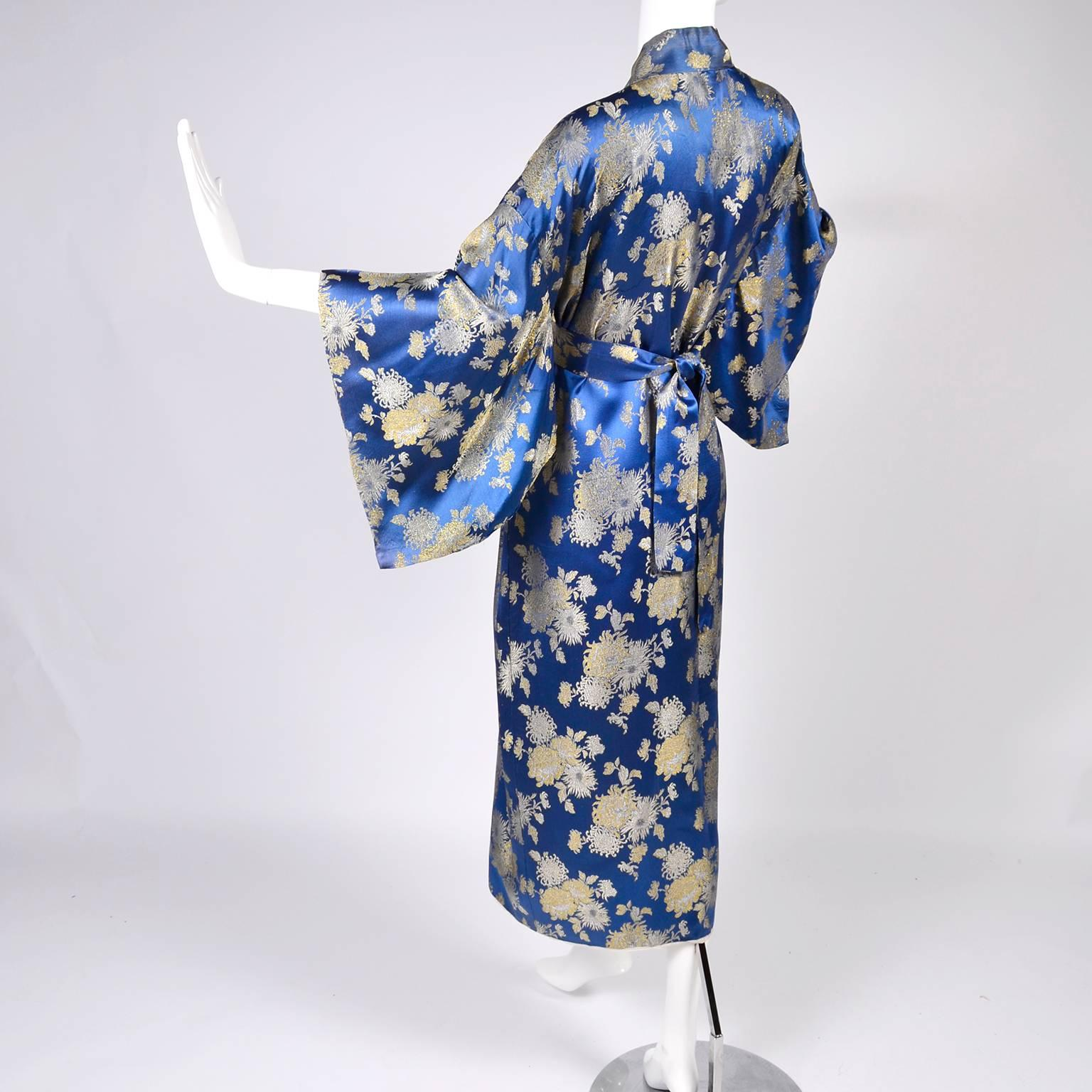 79815860ec Japanese Vintage Kimono Robe in Blue Silk Gold Metallic chrysanthemum  Embroidery For Sale at 1stdibs