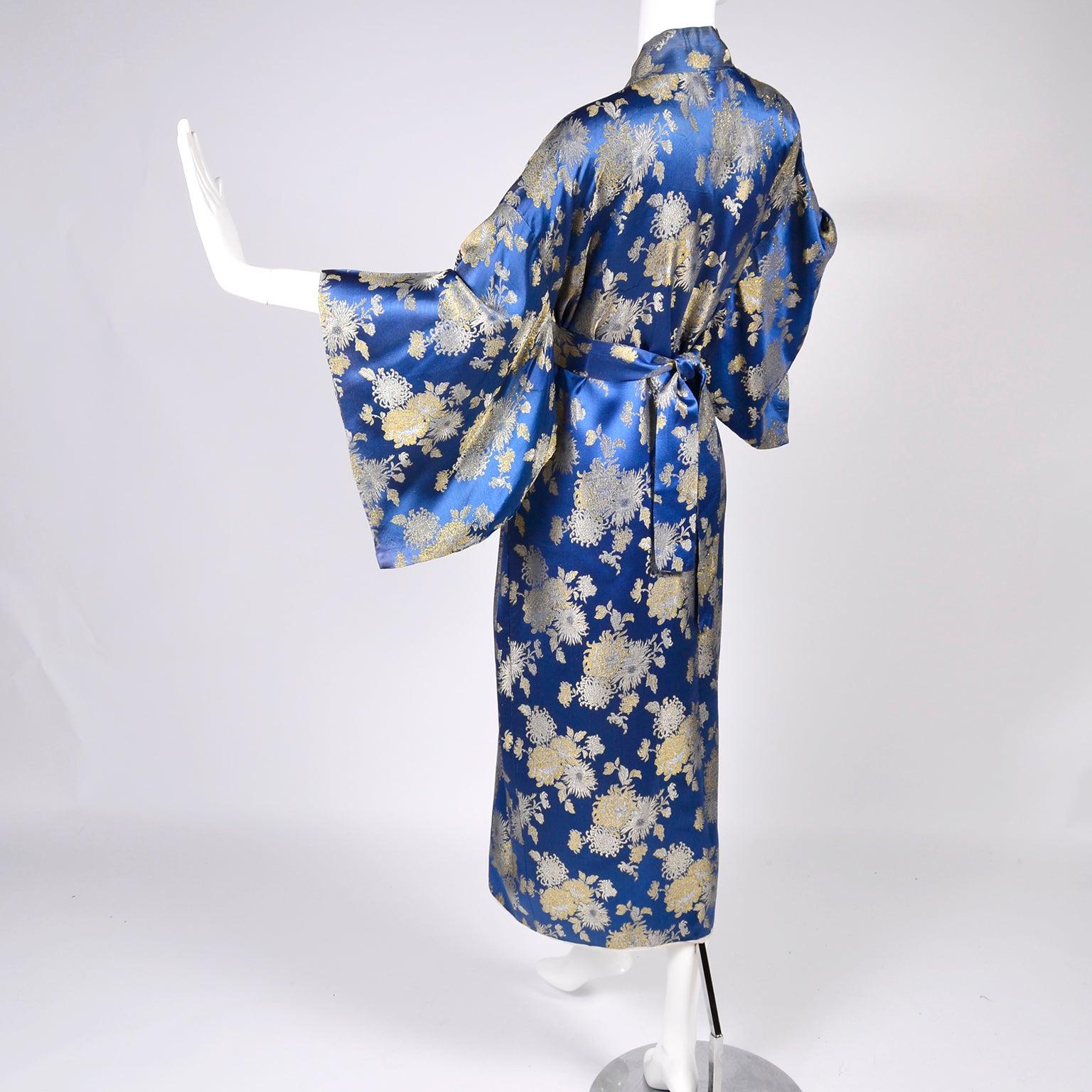 Japanese Vintage Kimono Robe in Blue Silk Gold Metallic chrysanthemum  Embroidery For Sale at 1stdibs 71ee5b262
