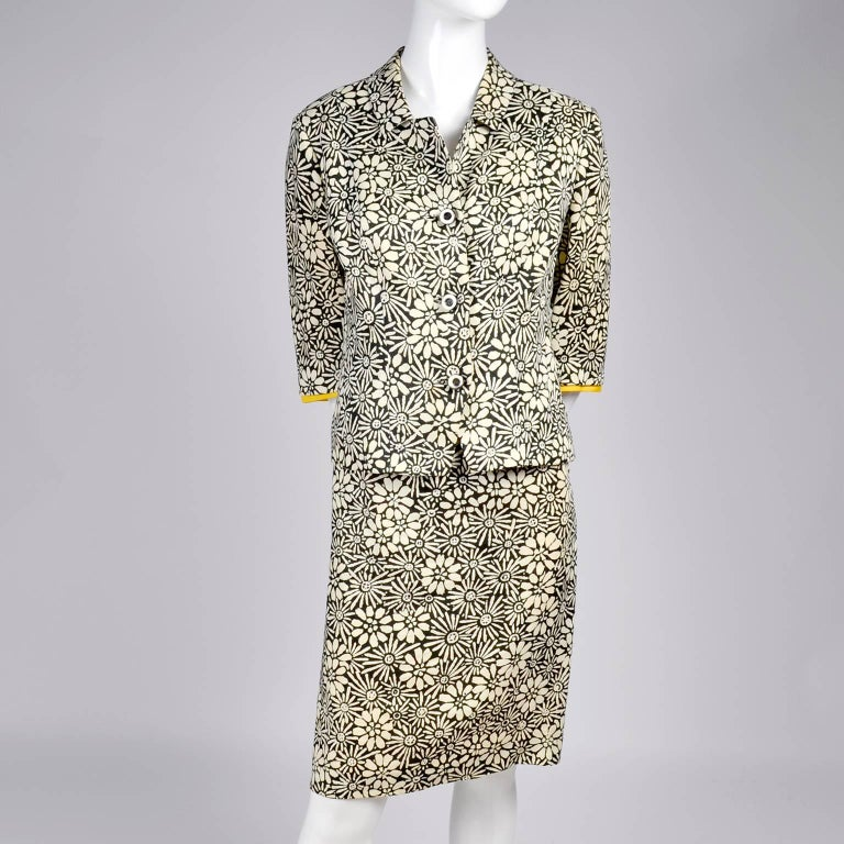 Bullocks Wilshire 1960s Skirt Suit in Floral Linen Print W Marigold Yellow Trim For Sale 2