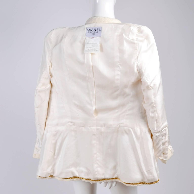 Chanel Blazer Jacket in Creamy Ivory Tweed Wool w/ CC Logo Buttons & Silk Lining For Sale 4