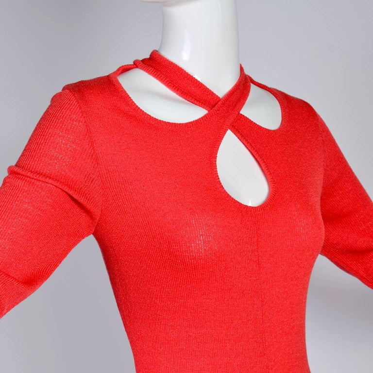 1970s Orange Red Knit Dress With Keyhole Openings Made in Italy In Excellent Condition For Sale In Portland, OR