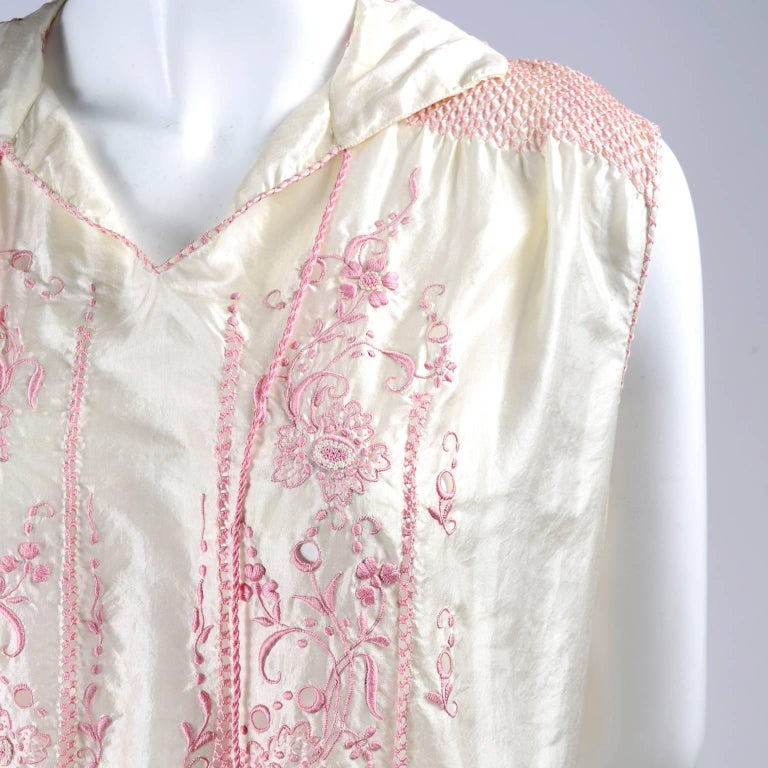 1920s Vintage Dress in Ivory Silk With Pink Embroidery and Topstitching In Excellent Condition For Sale In Portland, OR