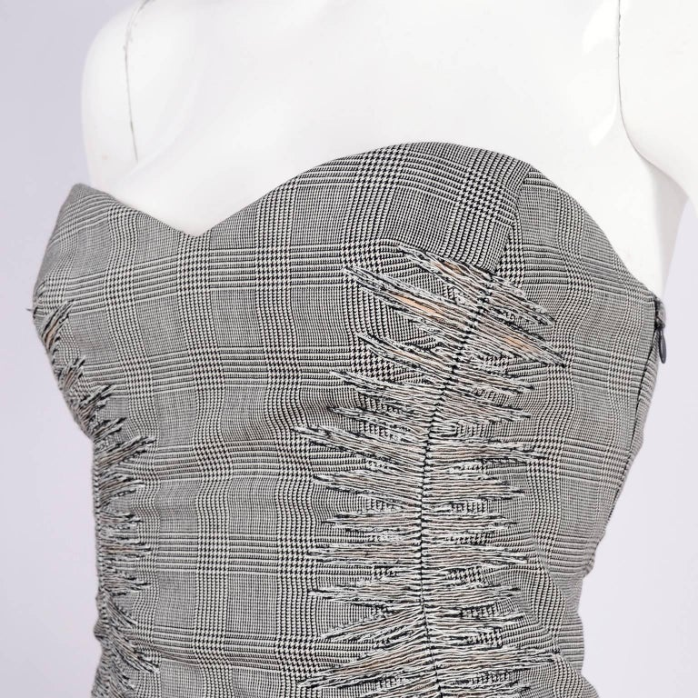 Versace Strapless Runway Dress in Houndstooth Plaid, Spring 1998 In Excellent Condition For Sale In Portland, OR