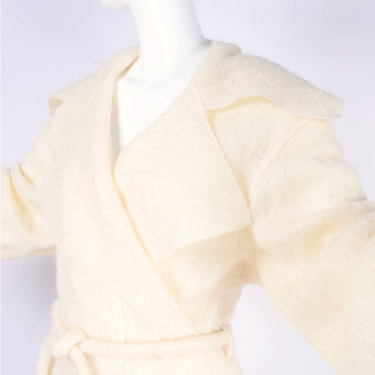Chanel Coat in Cream Mohair Wool, Autumn / Winter 1998 In Excellent Condition For Sale In Portland, OR