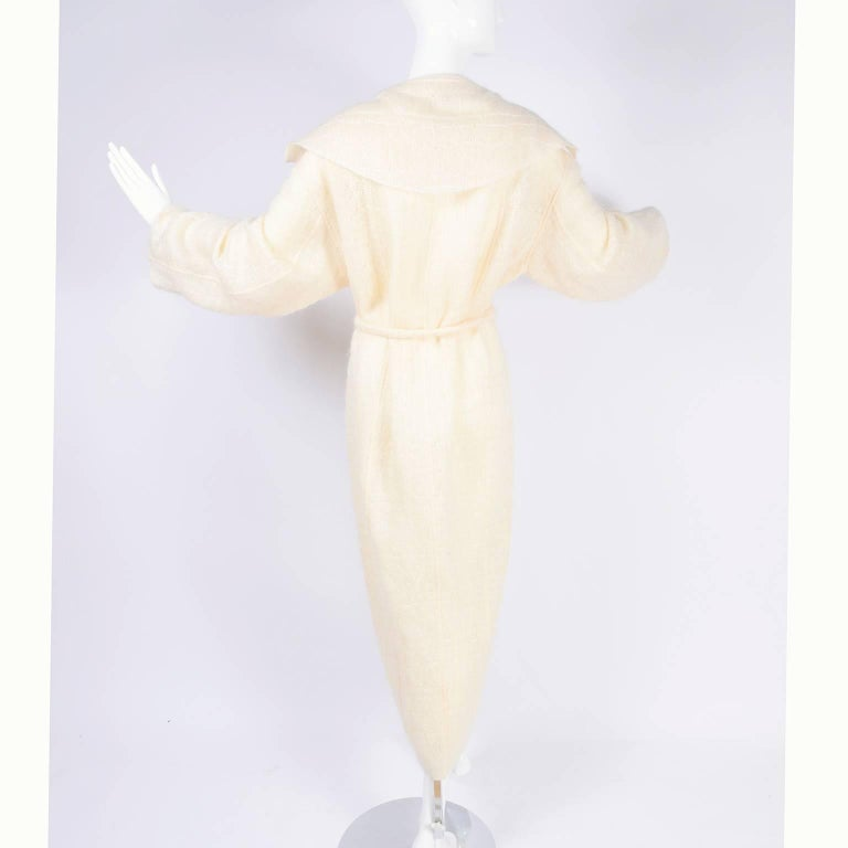 Chanel Coat in Cream Mohair Wool, Autumn / Winter 1998 For Sale 2