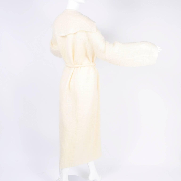 Chanel Coat in Cream Mohair Wool, Autumn / Winter 1998 For Sale 3