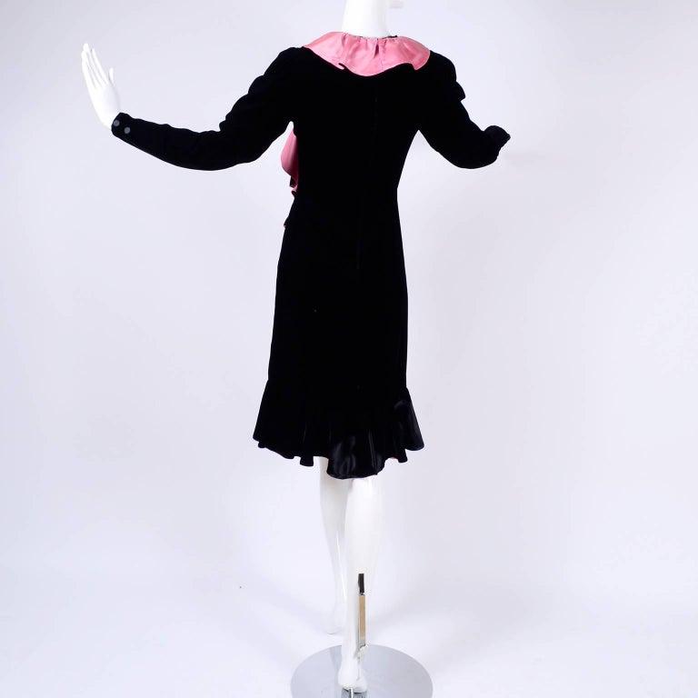 1980s Oscar de la Renta Vintage Dress in Black Velvet with Pink Satin Ruffles For Sale 6