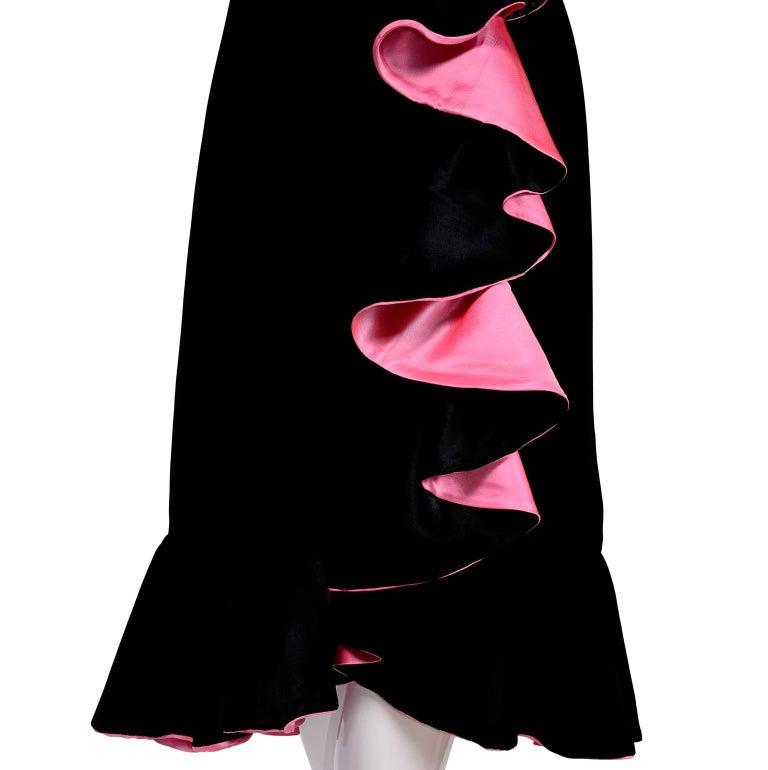 1980s Oscar de la Renta Vintage Dress in Black Velvet with Pink Satin Ruffles For Sale 2