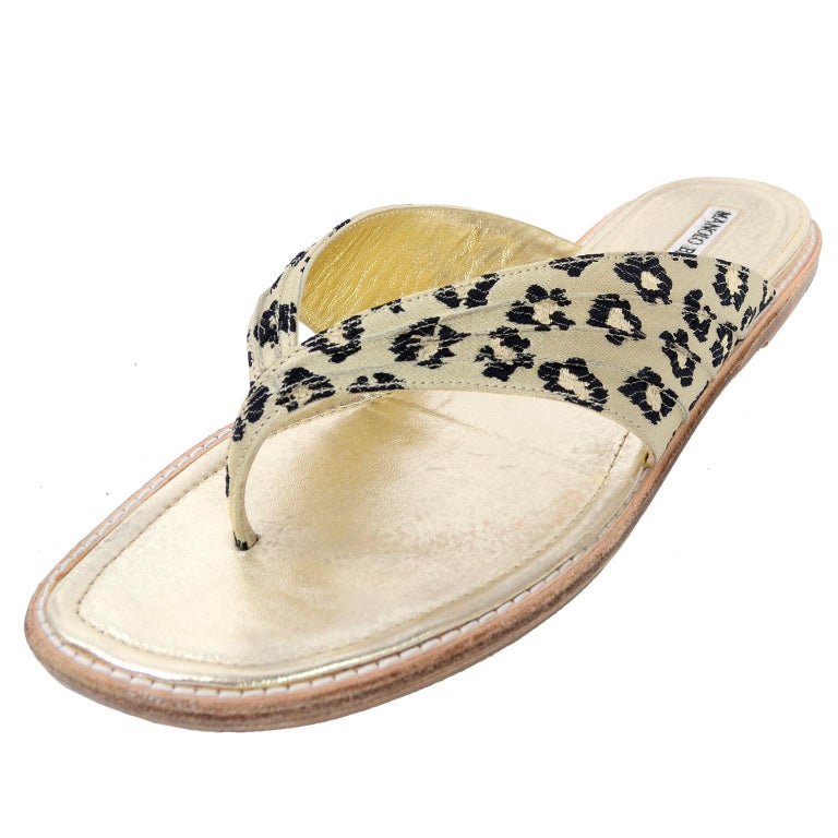Manolo Blahnik Cheetah Print Gold Thong Sandals Size 38.5 In Excellent Condition For Sale In Portland, OR