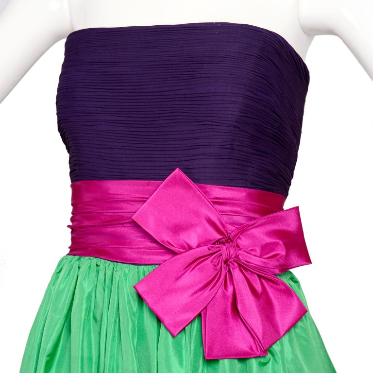Nina Ricci Color Block Green Taffeta and Purple Silk Evening Gown with Pink Bow In Excellent Condition For Sale In Portland, OR
