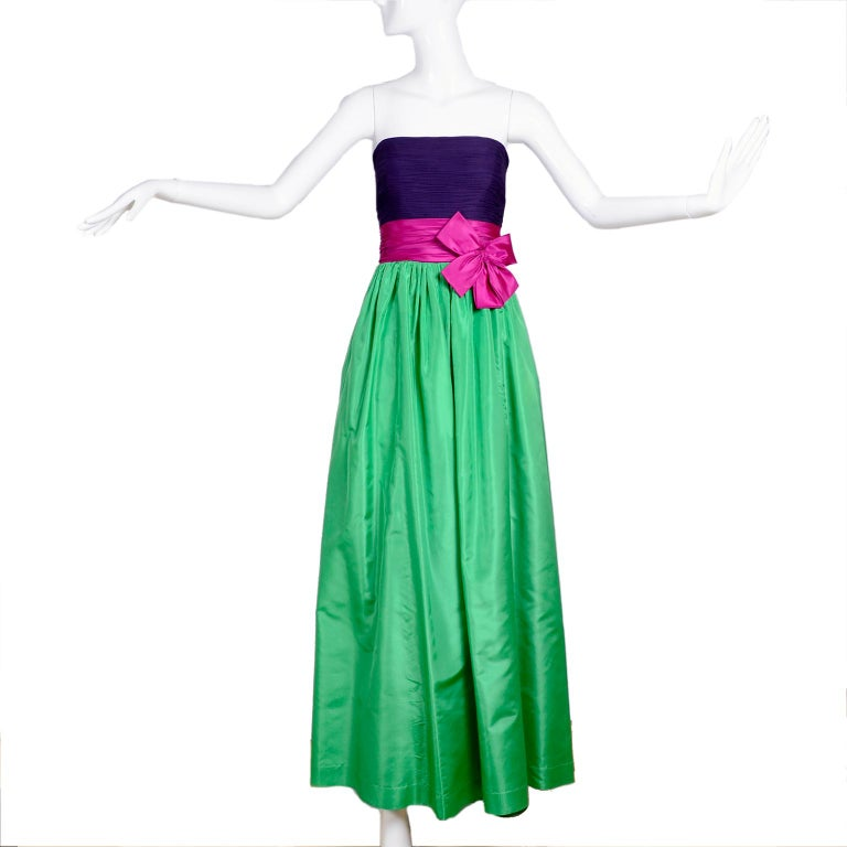Nina Ricci Color Block Green Taffeta and Purple Silk Evening Gown with Pink Bow For Sale 4