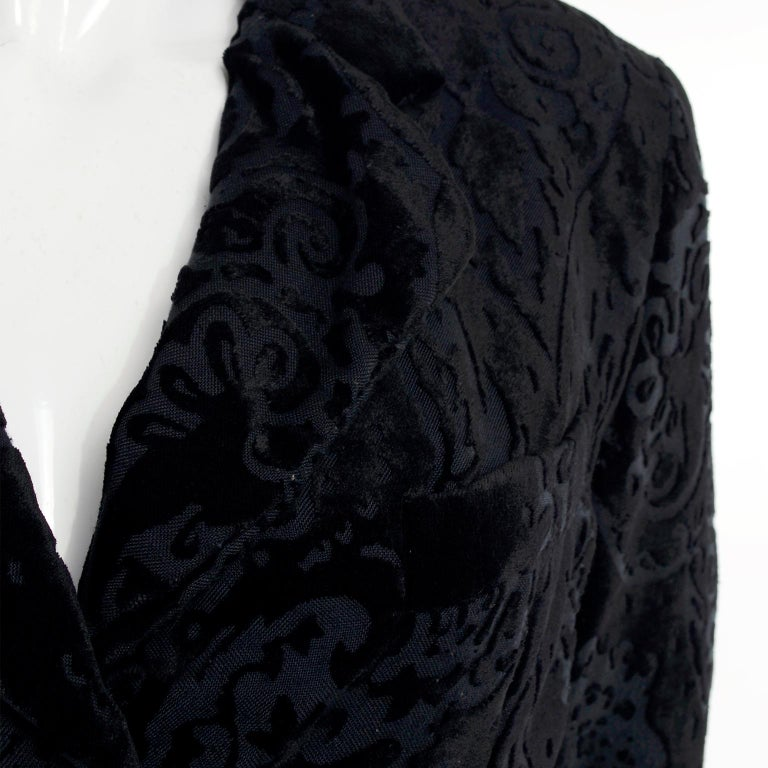 Dolce & Gabbana Cut Velvet Vintage Evening Coat For Sale 3