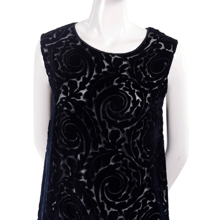 Women's 1920s Vintage Dress in Black Cut Velvet & Chiffon W/ Abstract Beaded Flower For Sale