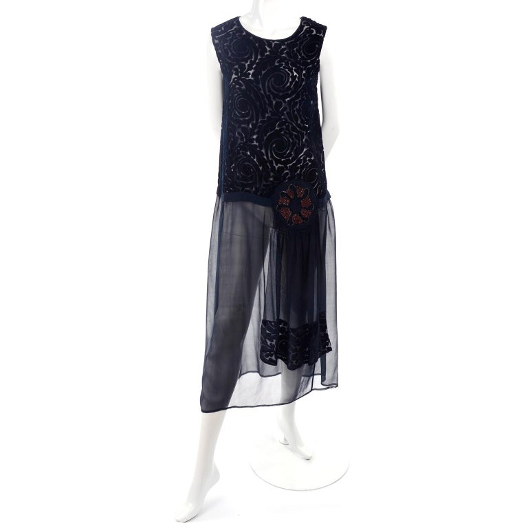 1920s Vintage Dress in Black Cut Velvet & Chiffon W/ Abstract Beaded Flower For Sale 2