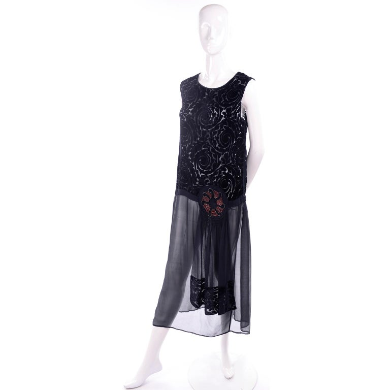 1920s Vintage Dress in Black Cut Velvet & Chiffon W/ Abstract Beaded Flower For Sale 5