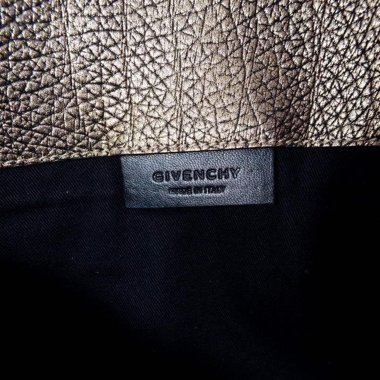 Givenchy Envelope Clutch Medium Antigona Goat Leather Handbag in Bronze Metallic For Sale 4