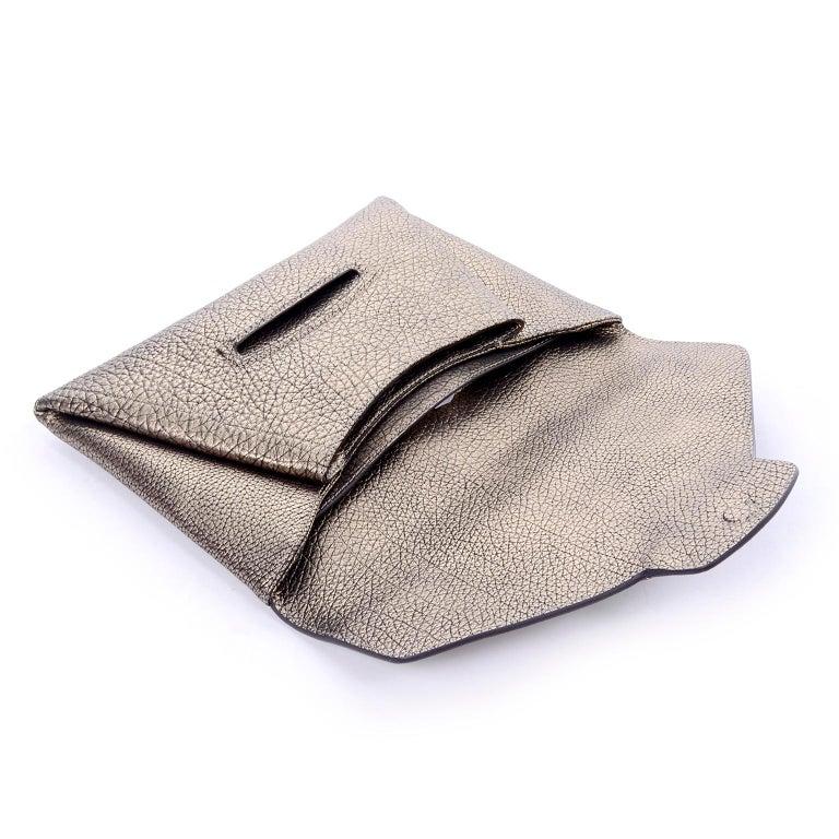Givenchy Envelope Clutch Medium Antigona Goat Leather Handbag in Bronze Metallic In New Condition For Sale In Portland, OR