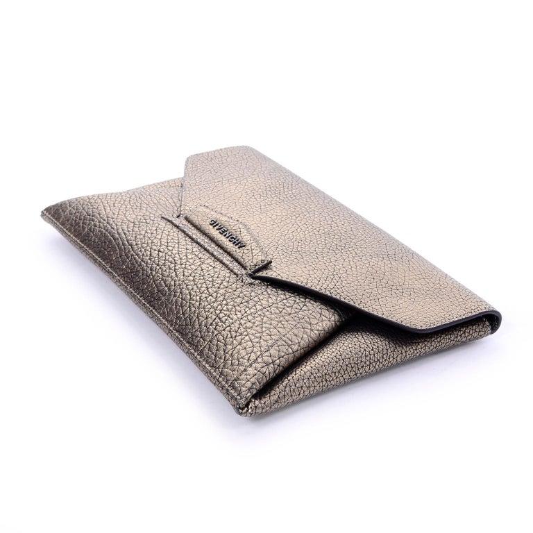Givenchy Envelope Clutch Medium Antigona Goat Leather Handbag in Bronze Metallic For Sale 2