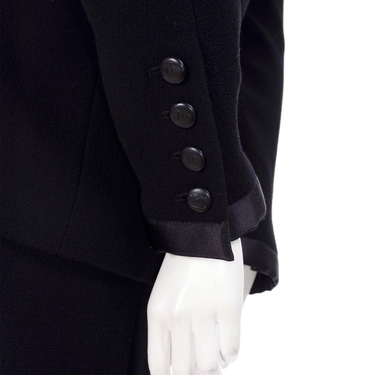 Chanel Jacket and Skirt Suit in Black Wool With Silk Lining Cruise Resort 1998 For Sale 1