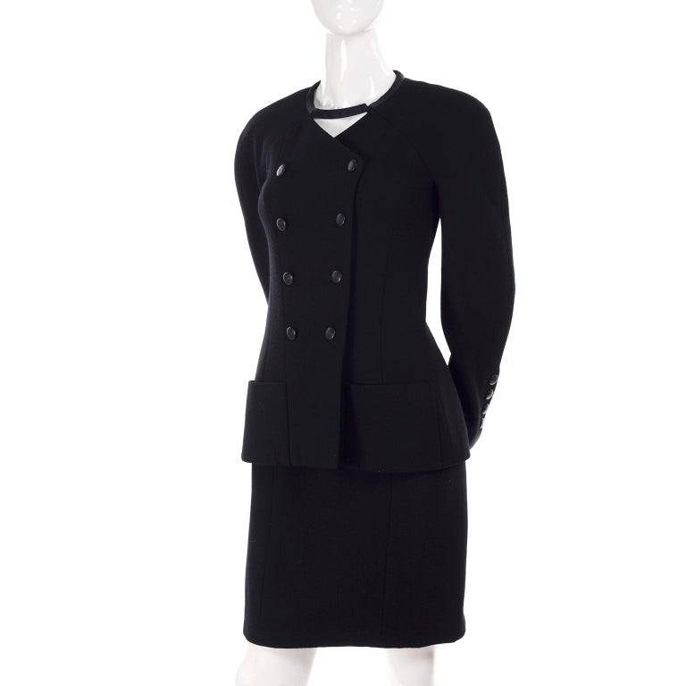 Chanel Jacket and Skirt Suit in Black Wool With Silk Lining Cruise Resort 1998 In Excellent Condition For Sale In Portland, OR