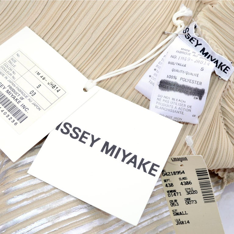 Issey Miyake A/H 1994 Asymmetrical Pleated Dress Cream & Silver Metallic w/ Tags For Sale 10