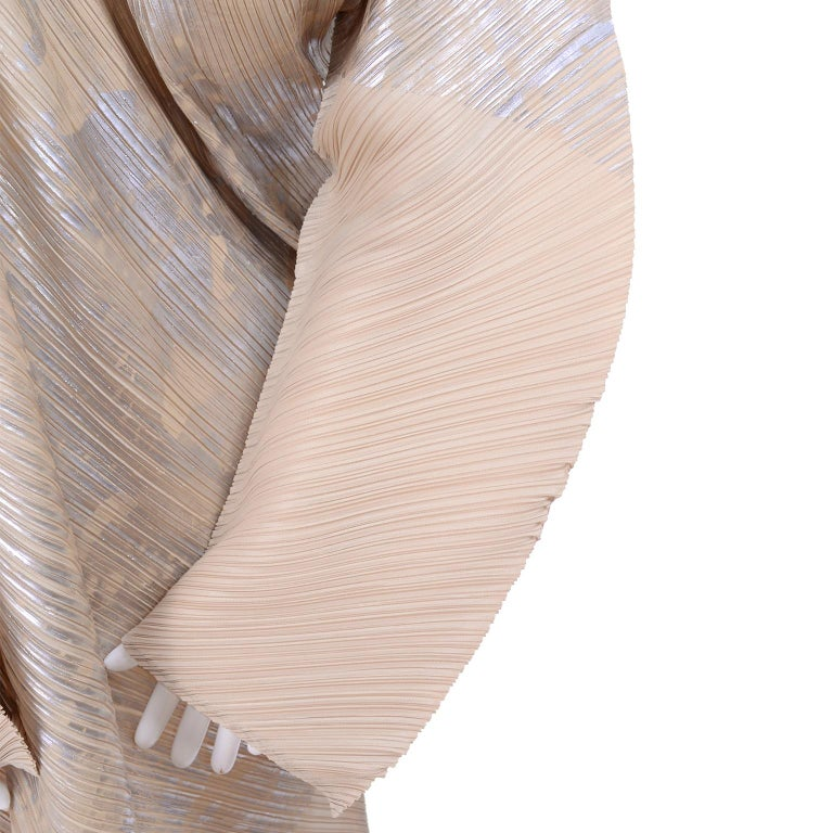 Issey Miyake A/H 1994 Asymmetrical Pleated Dress Cream & Silver Metallic w/ Tags For Sale 7