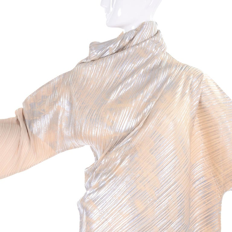 Issey Miyake A/H 1994 Asymmetrical Pleated Dress Cream & Silver Metallic w/ Tags For Sale 4