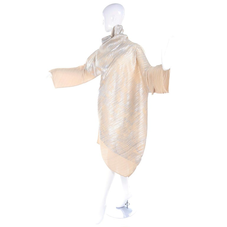 Issey Miyake A/H 1994 Asymmetrical Pleated Dress Cream & Silver Metallic w/ Tags For Sale 9