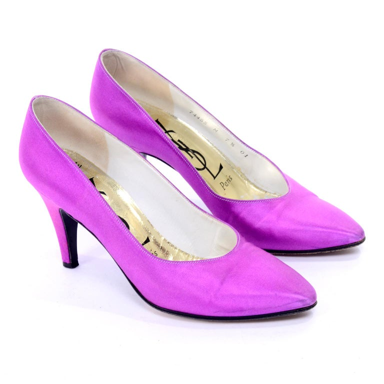 These are very pretty vintage shoes from Yves Saint Laurent. These purple satin YSL pumps have 3 and 1.4