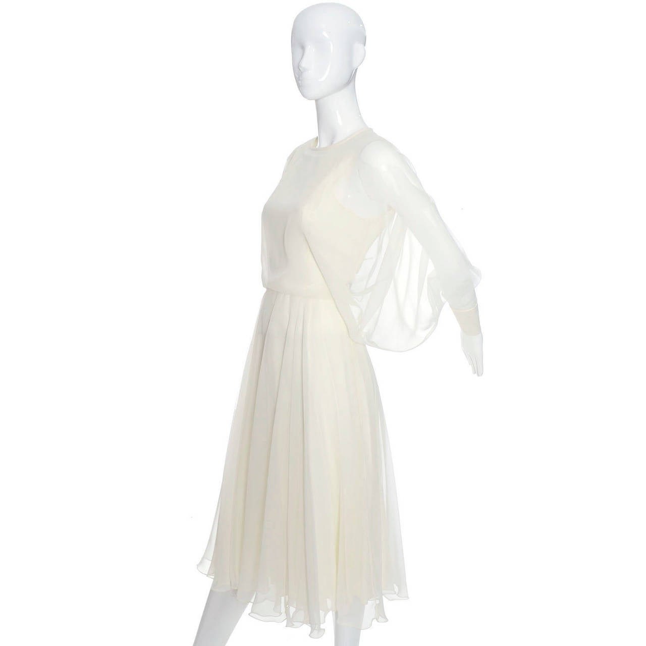 1970s Vintage Jean Varon John Bates Chiffon Designer Dress Batwing Sleeves In Excellent Condition For Sale In Portland, OR