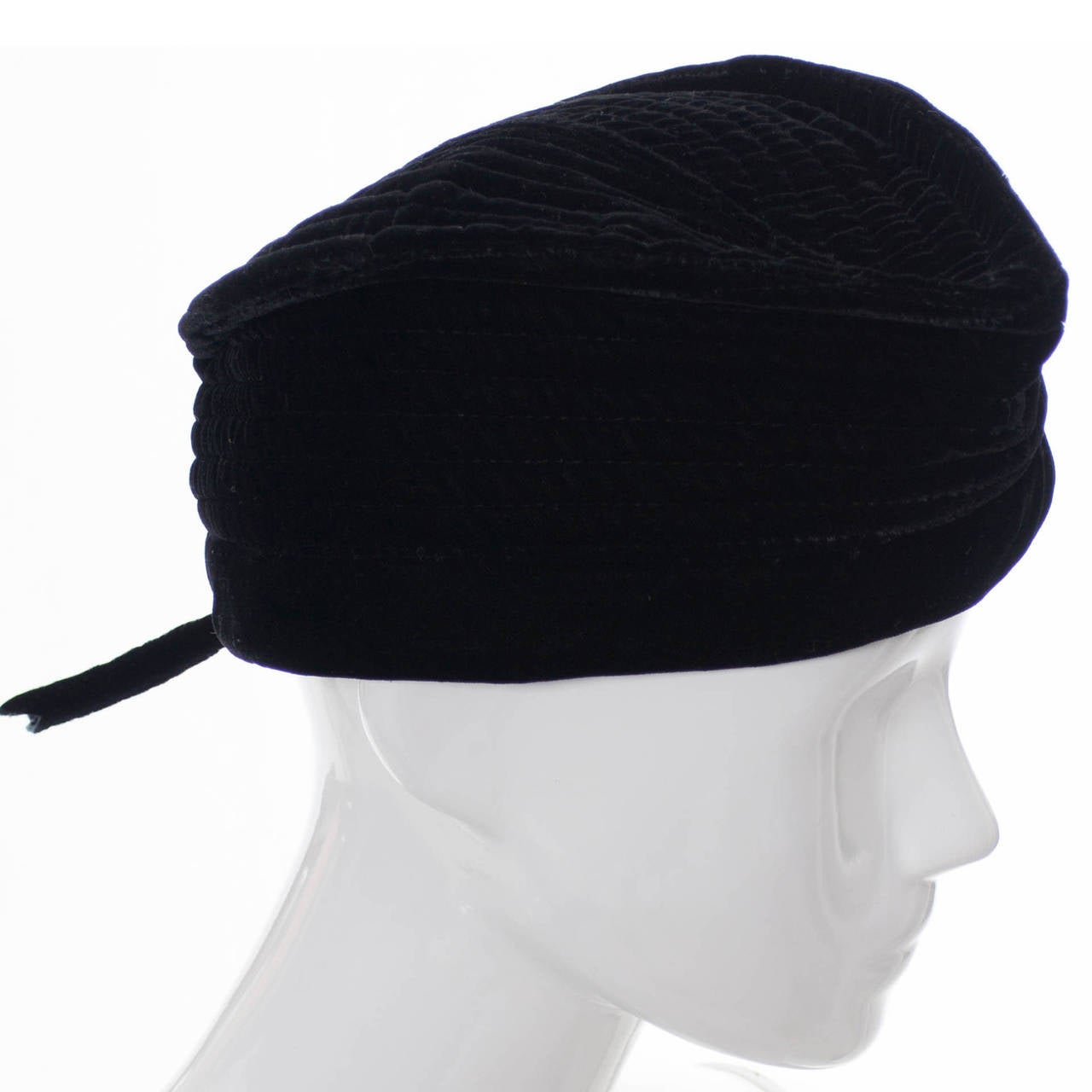 Women s Vintage Valentino Garavani Boutique Vintage Hat Rare Style Cap in  Black Velvet For Sale bf796ddc2d7