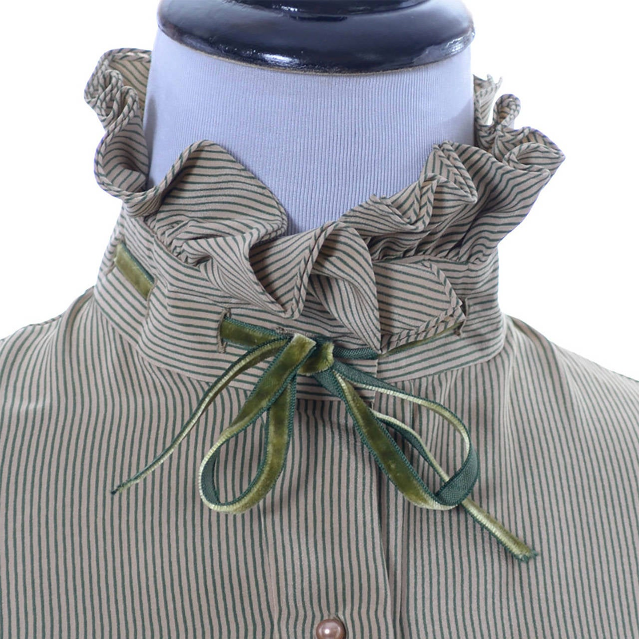 Gray Valentino Boutique Vintage Blouse Green Taupe Silk Velvet Ribbon bow trim For Sale