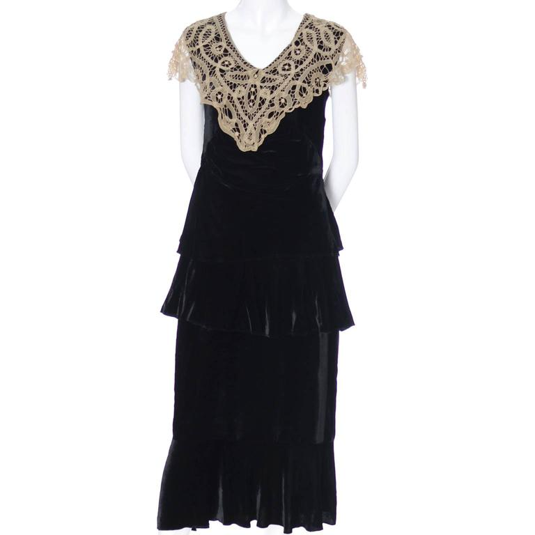 Women's 1920s Vintage Dress and Opera Coat Ensemble Suit Outfit Velvet Lace For Sale