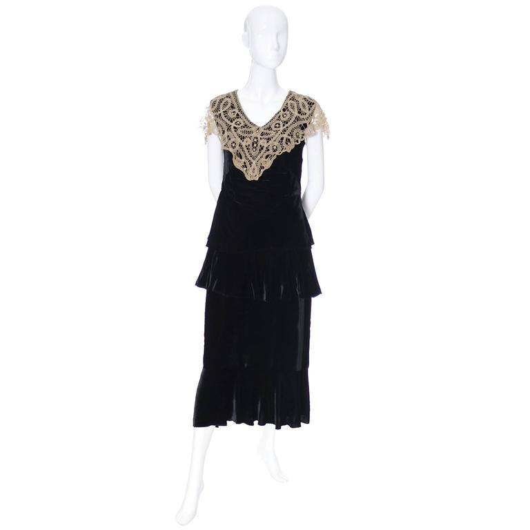 Black 1920s Vintage Dress and Opera Coat Ensemble Suit Outfit Velvet Lace For Sale