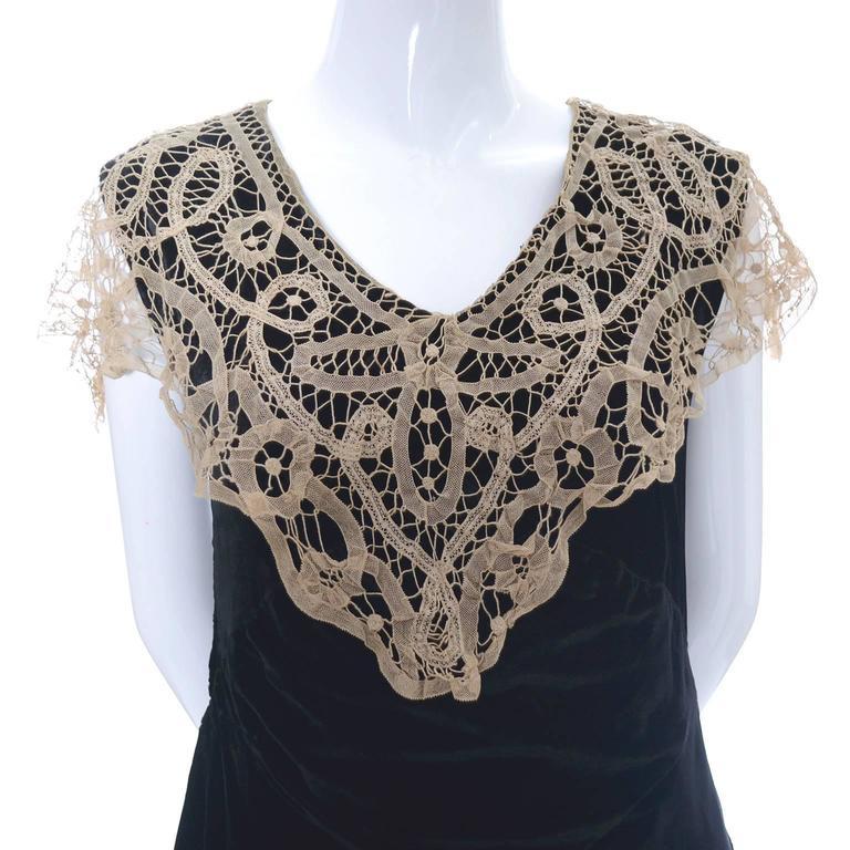 1920s Vintage Dress and Opera Coat Ensemble Suit Outfit Velvet Lace For Sale 3