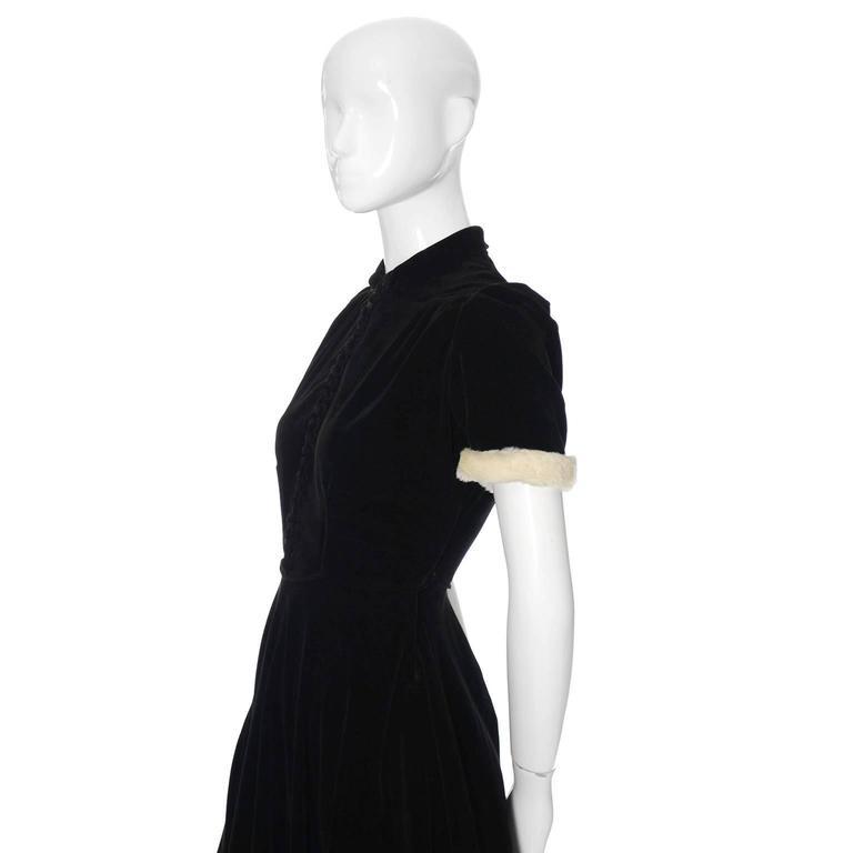 Numbered 1940s John Lewis Vintage Dress Long Black Velvet Evening Gown Fur Trim 4