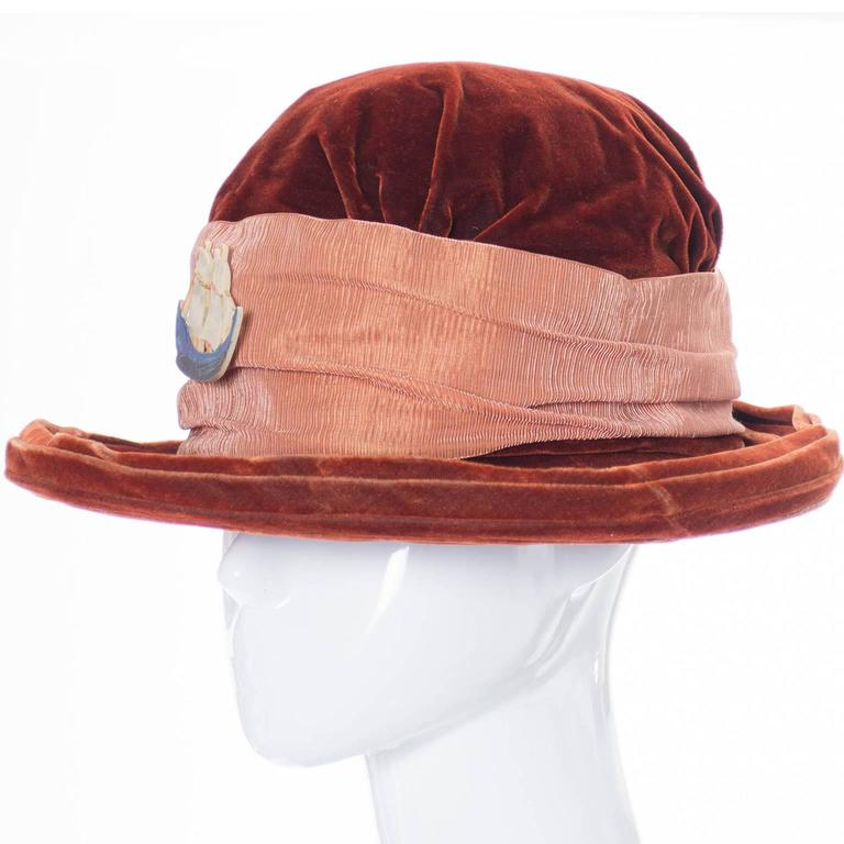 Ladies Edwardian Vintage Velvet Hat With Wide Satin Ribbon and Antique Ship  In Excellent Condition For Sale In Portland, OR