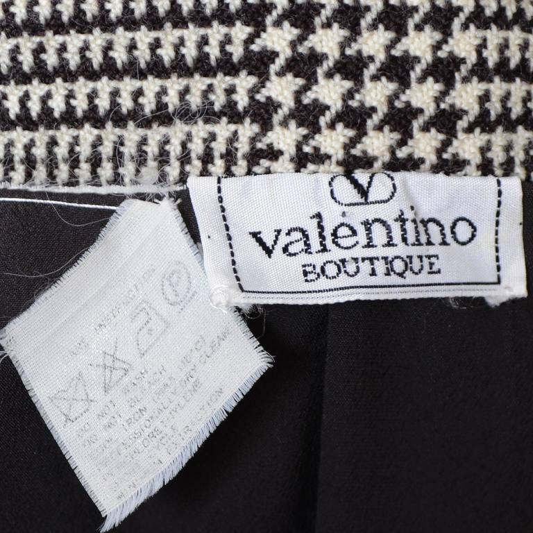 1980s Valentino Boutique Vintage Plaid Wool Blazer Jacket Metal Rings For Sale 1