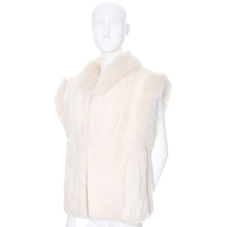 1980s Vintage Ivory Winter White Rabbit Fur Vest With Satin Lining In Excellent Condition For Sale In Portland, OR