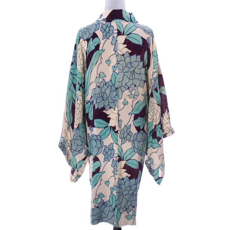 Silk Vintage Kimono Robe Hostess Gown Floral 1920s 1930s Flowers In Excellent Condition For Sale In Portland, OR