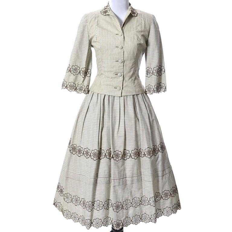 This is an absolutely wonderful 2 piece 1950s vintage dress from designer Tina Leser. This ensemble has the