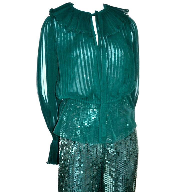 Oscar de la Renta Green Sequin Pants & Keyhole Poet Blouse Evening Outfit  In Excellent Condition For Sale In Portland, OR