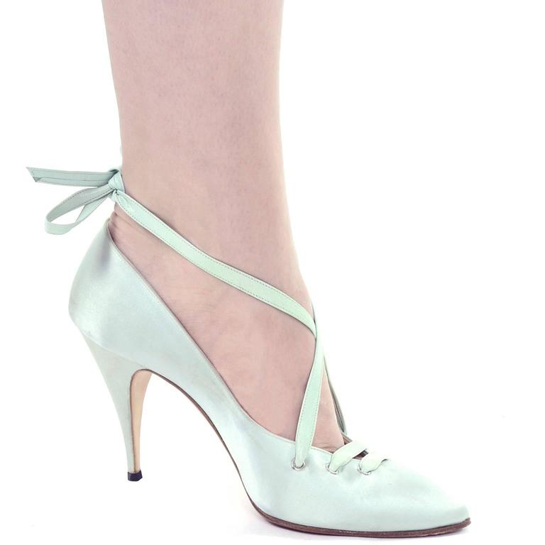 """Gray Manolo Blahnik London Vintage Green Satin Lace up Shoes w/ 4"""" Heels Size 39 For Sale"""