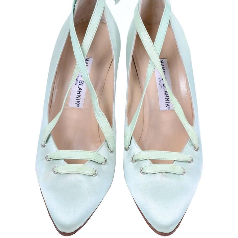 """Manolo Blahnik London Vintage Green Satin Lace up Shoes w/ 4"""" Heels Size 39 In Excellent Condition For Sale In Portland, OR"""