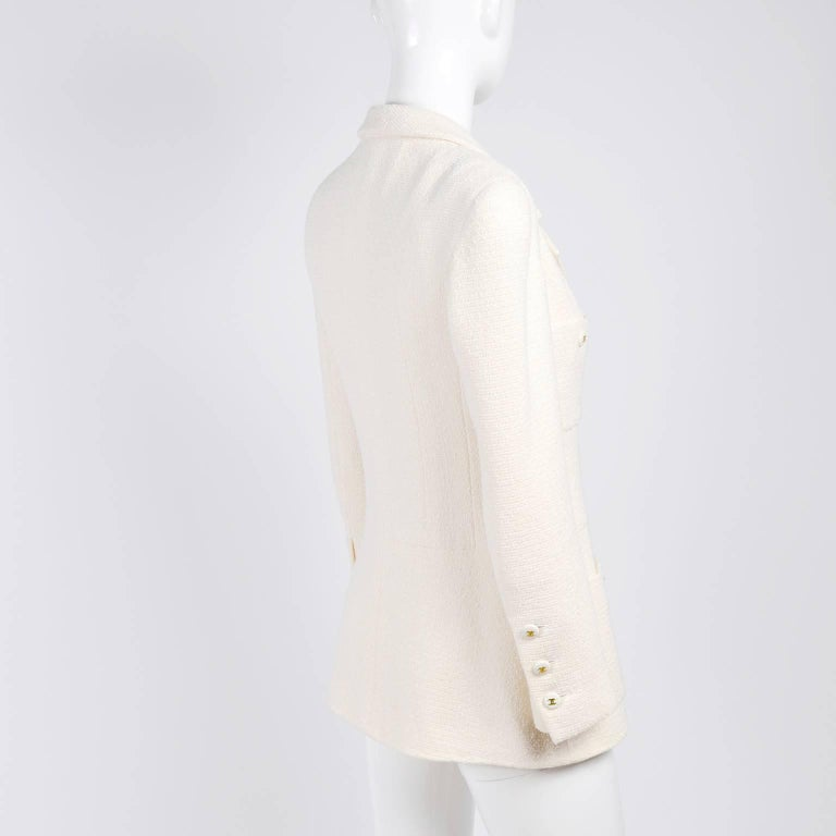 Chanel Blazer Jacket in Creamy Ivory Tweed Wool w/ CC Logo Buttons & Silk Lining For Sale 2