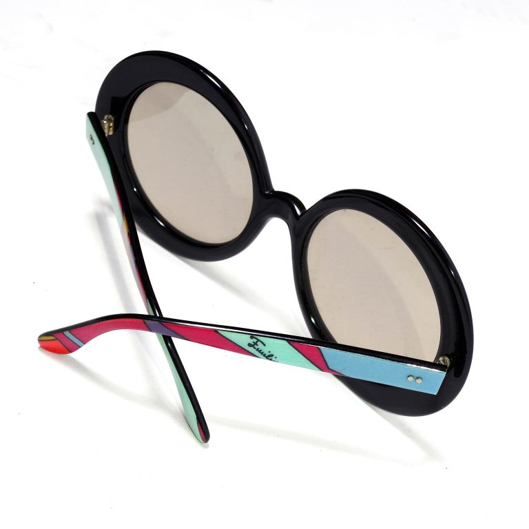 65c3e800289cf Emilio Pucci Vintage Oversized Round Colorful Print Sunglasses In Excellent  Condition For Sale In Portland