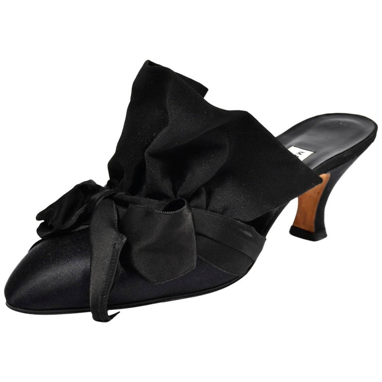 Rare Vintage Manolo Blahnik Black Ruffled Satin Bow Shoes Mules Size 39.5 For Sale