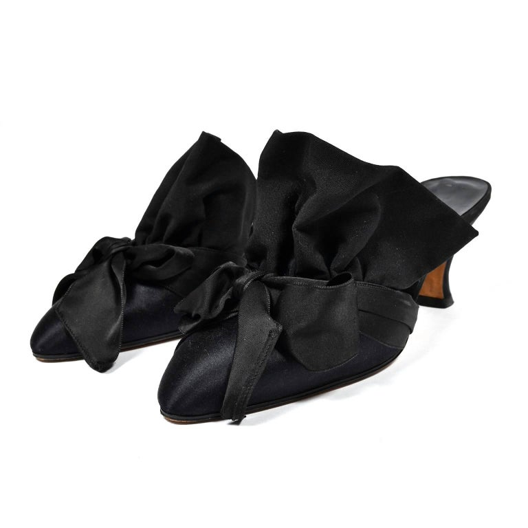 Rare Vintage Manolo Blahnik Black Ruffled Satin Bow Shoes Mules Size 39.5 In Excellent Condition For Sale In Portland, OR