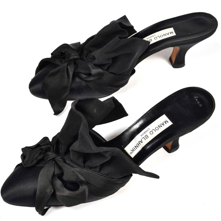 Women's  Rare Vintage Manolo Blahnik Black Ruffled Satin Bow Shoes Mules Size 39.5 For Sale